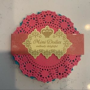 Pack of 100 mini paper Doilies